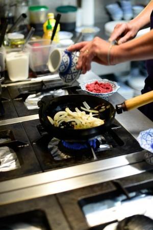 photo culinaire ajouter ail et citronnelle dans le bo bun