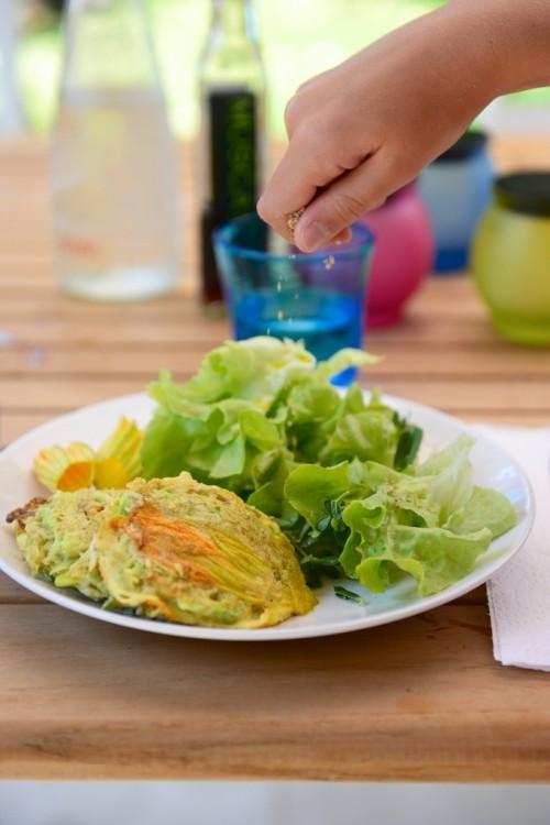 Galette de pois cassés à la courgette fleur (sans gluten) - Zucchini Flower and peas burger (gluten free) -  Vanessa Romano-Photographe et styliste culinaire-