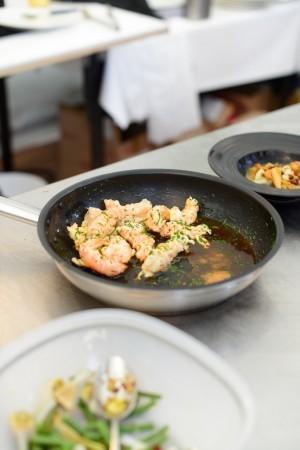 Foie gras poêlé et grosse écrevisse, bouillon thaïe