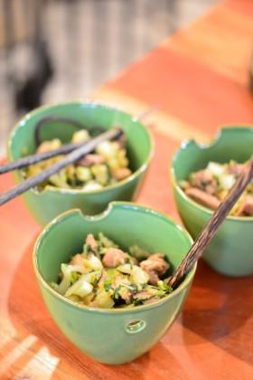 Wok de porc et pak choi aux nouilles de riz noir (sans gluten) - Wok with pork and bok choi (gluten free) - Vanessa Romano-Photographe et styliste culinaire-