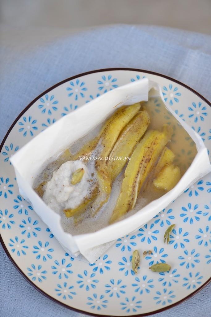Papillote de banane à la cardamome et crème coco-vanille