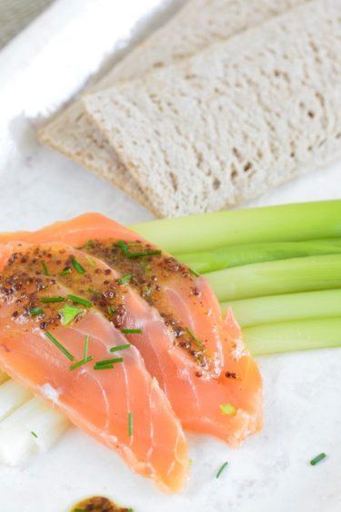 recette de saumon gravlaax et poireaux baguettes