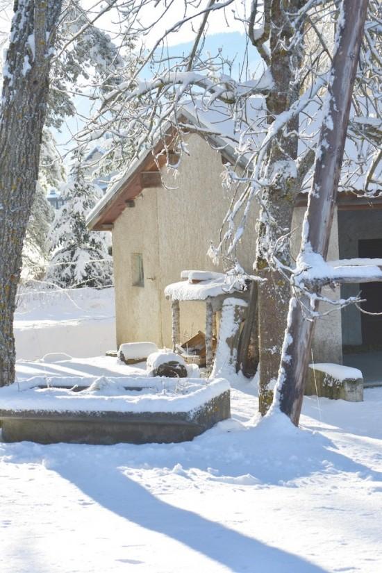 lavoir et cabanon sous la neige à Seyne les Alpes