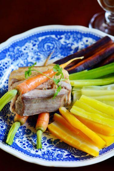 recette de poitrine de cochon, carottes multicolores