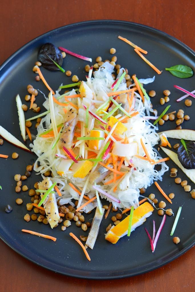 Salade de choucroute et poissons fumés aux pommes