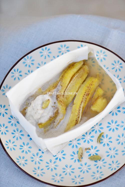 Papillote de banane à la cardamome, crème coco vanille