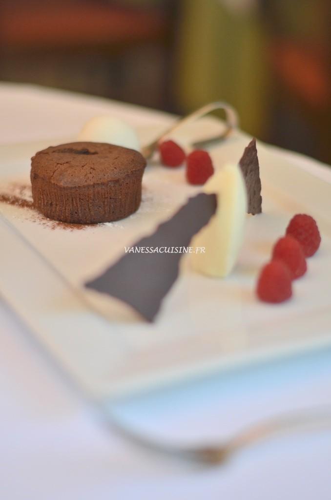 Fondant au chocolat, crémeux rhum-coco et glace à la noix de coco (fait maison) - Le Jardin de Sébastien - Vanessa Romano photographe et styliste culinaire