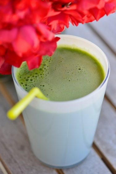 recette de jus vert à la mélisse menthe et au basilic