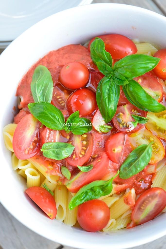 Salade de penne, sauce tomate crue et basilic