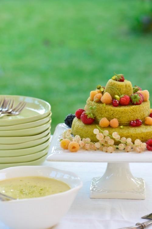 Gâteau d'anniversaire à la pistache et aux fruits rouges