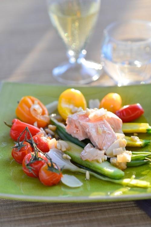 recette de Saumon bio à la vapeur douce, sauce vierge aux pignons