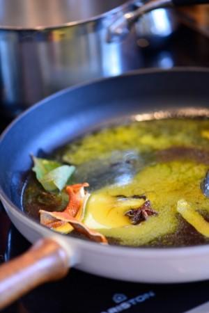 photo culinaire d'épices rôties dans du beurre