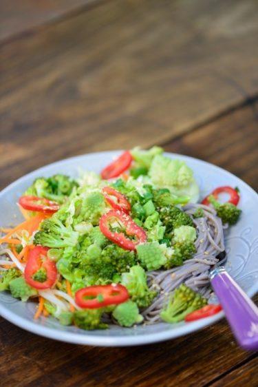 recette de salade asiatique de nouilles soba