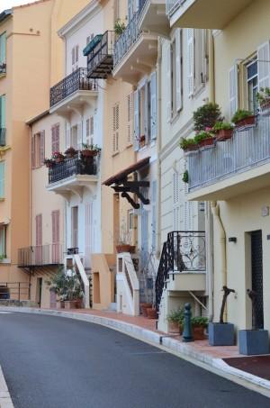 Rue sur le rocher à Monaco