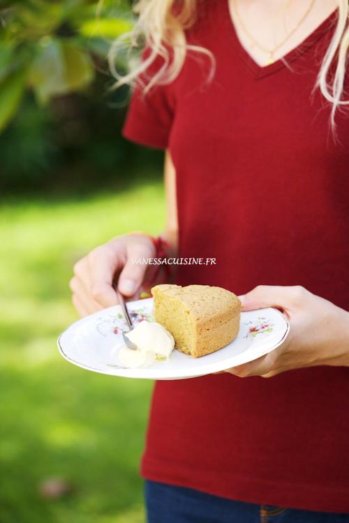 Gâteau à la farine de pois chiche et crème double