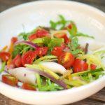 Salade de calamar aux légumes d'été, comme à Sarzana
