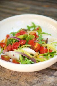recette simple et savoureuse de calamars en salade avec des légumes d'été
