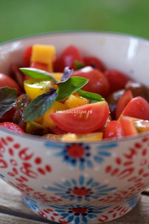 Salade de tomates cerises aux pêches jaunes et basilic pourpre de Marine