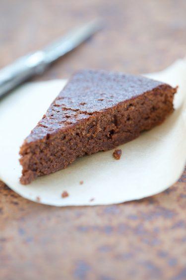 recette de gâteau au chocolat sans gluten avec de la farine de châtaigne