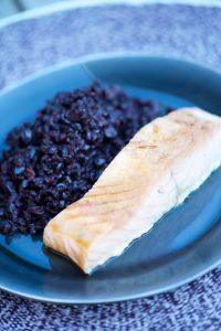 recette de saumon bio mariné au tamari, riz noir venere