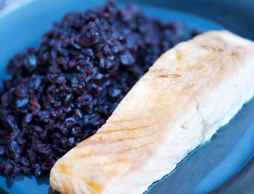 Saumon mariné au tamari et au sirop d'érable, riz noir de Cascina Belvedere
