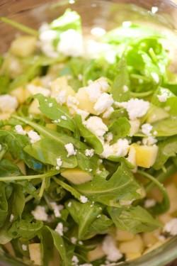salade-de-roquette-pommes-du-jardin-et-feta-vanessa-romano-photographe-et-styliste-culinaire-_pho9866