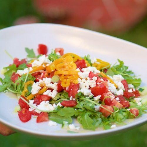 recette de salade de roquette, tomate, poivrons, féta