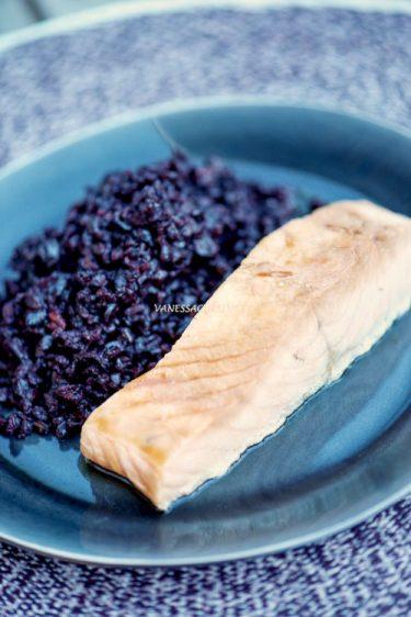 recette de saumon mariné au tamari et sirop d'érable et riz noir