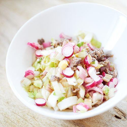 Salade de céleri, endive et radis à l'anchoïade