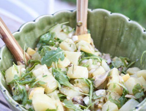 Salade de pommes de terre nouvelles, herbes et maquereau
