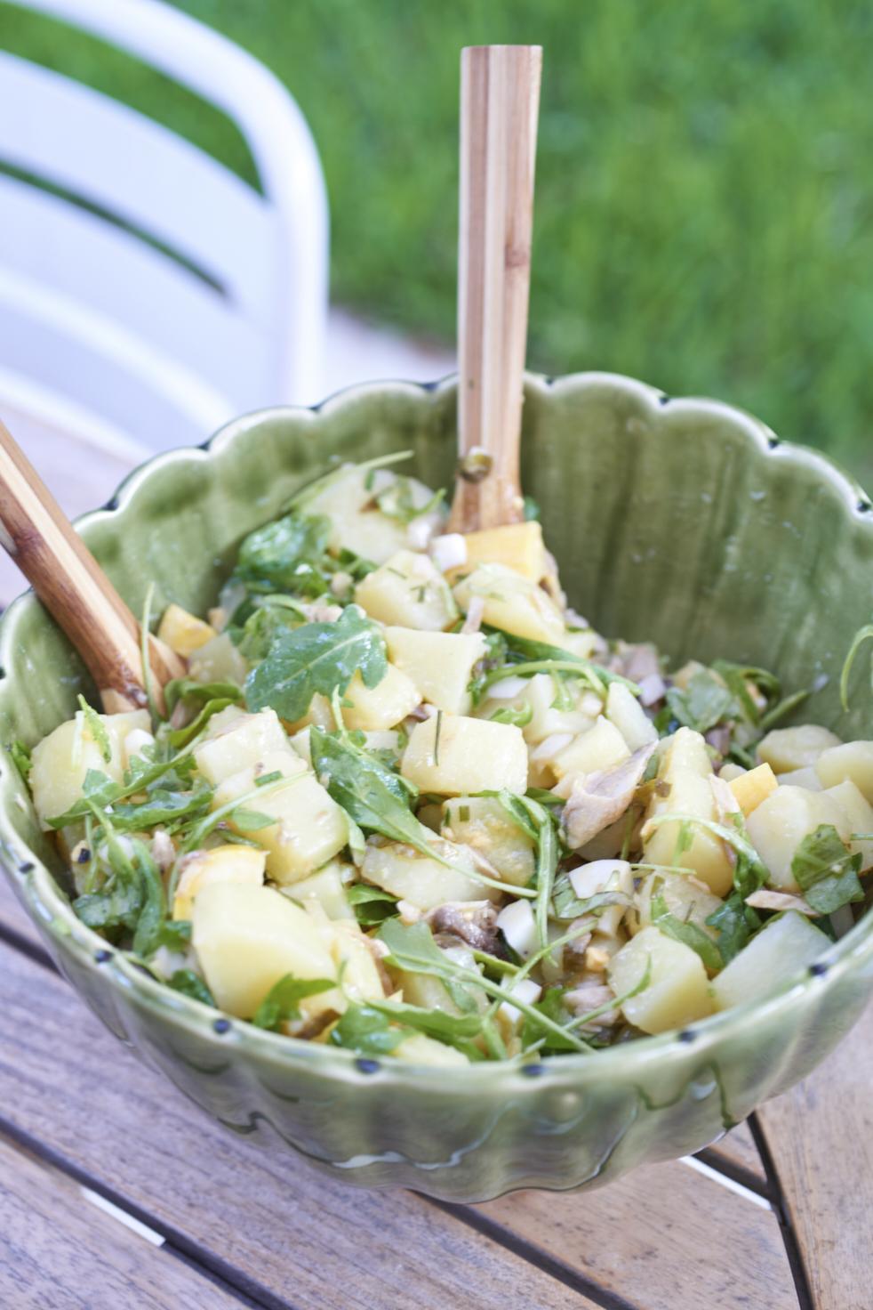 recette de salade de pommes de terre nouvelles aux herbes et maquereau