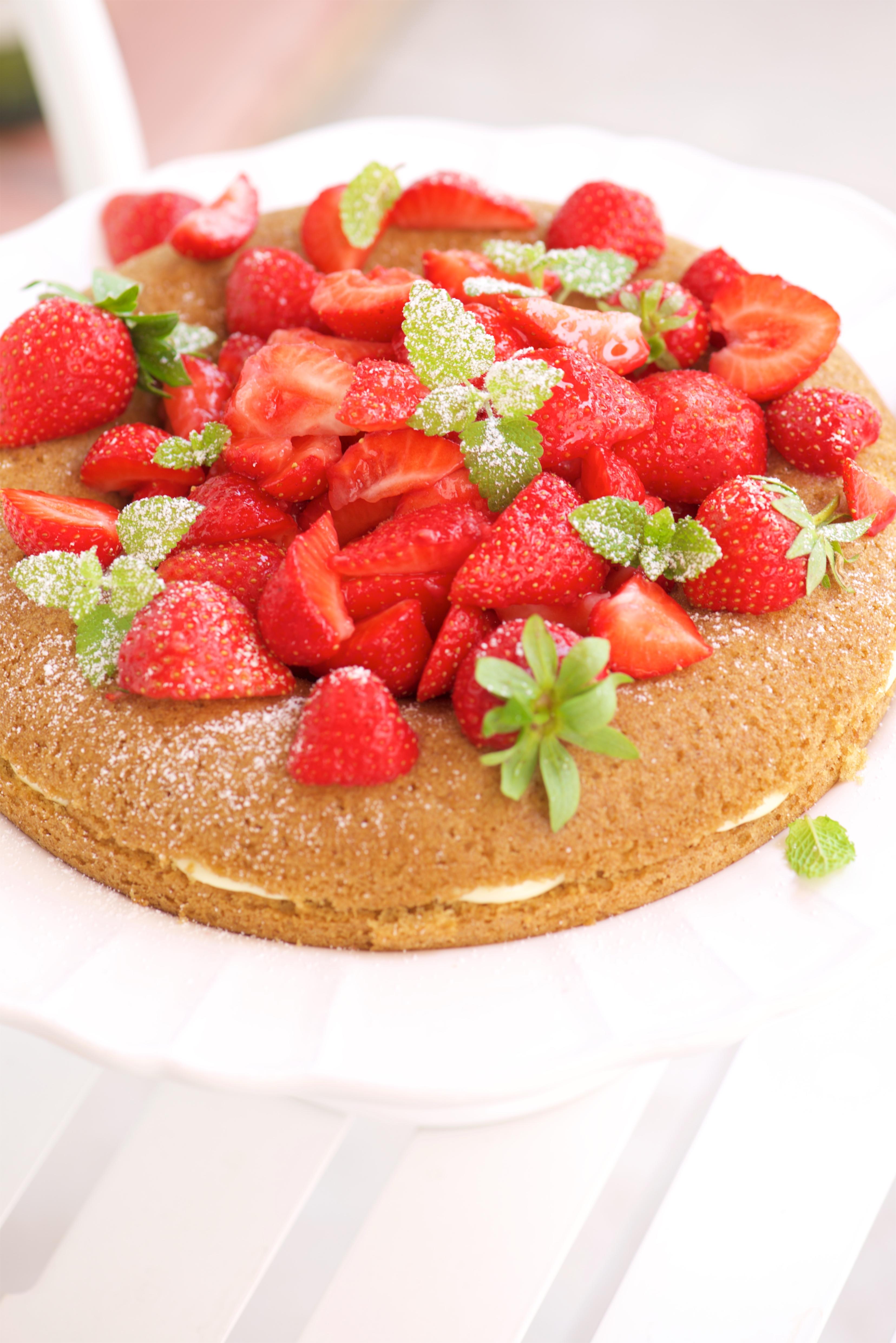 victoria sponge cake aux fraises et chocolat blanc