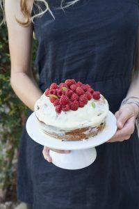 gâteau d'anniversaire sans gluten aux framboises et chocolat blanc