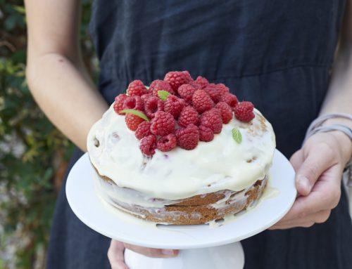 Gâteau à étage au chocolat blanc et framboises (sans gluten, sans laitage)