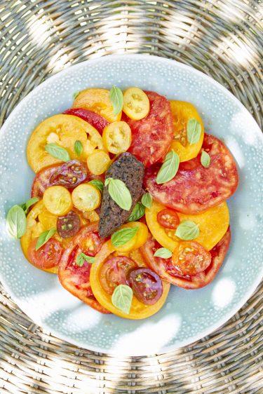 recette de salade de tomates tapenade noire