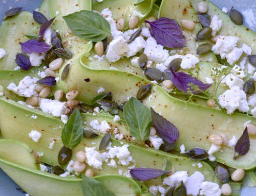 Salade de courgettes de Nice, féta et pignons