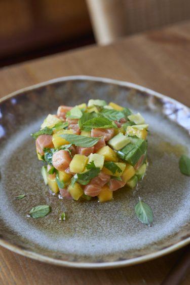 recette de tartare de saumon à la mangue et avocat, coriandre