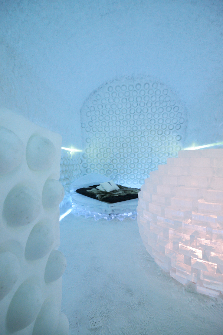 photo dans une chambre de glace au icehotel