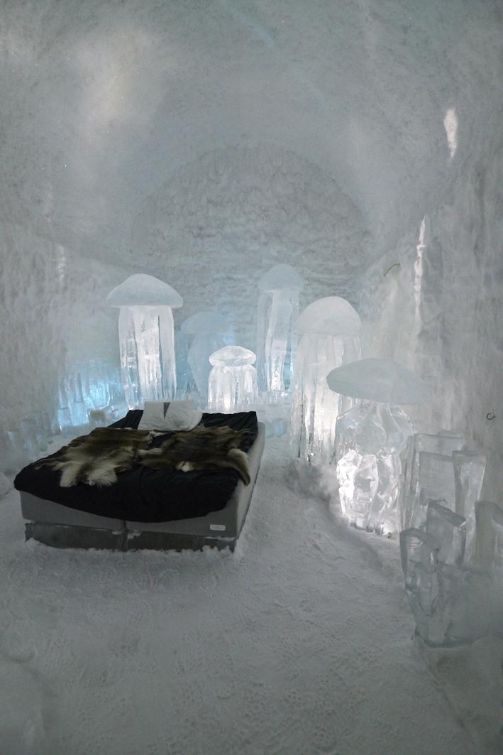 Chambre de glace au Icehotel 365 en Suède