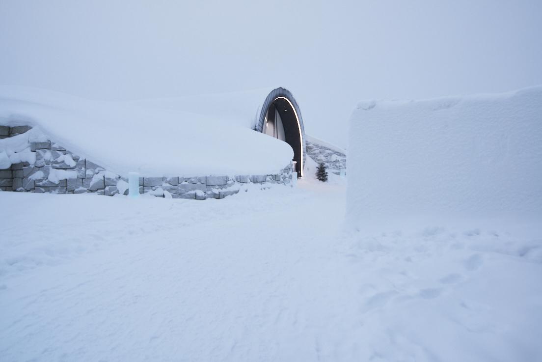 Entrée du Icehotel 365 en Laponie Suédoise
