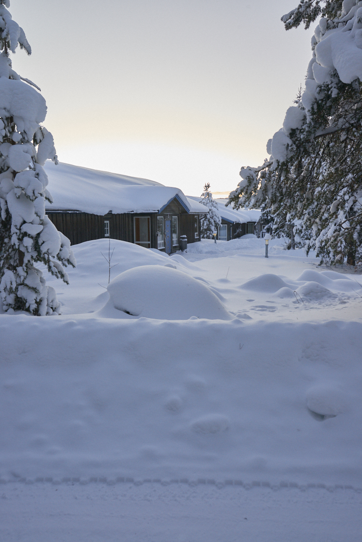 Chalets du Icehotel à Jukkasjarvi Suède