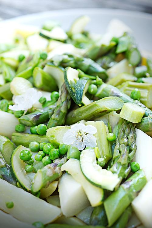 photo culinaire de légumes de printemps cuits à la vapeur