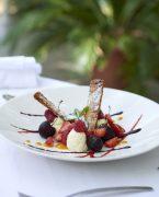 Photo culinaire de Milleufeuille à la vanille et fruits rouges