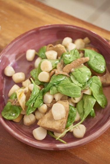 recette de poêlée de pétoncles, cèpes et épinards