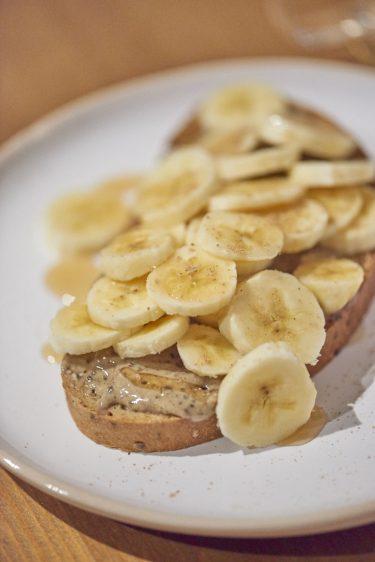 recette de tartines de bananes et épices