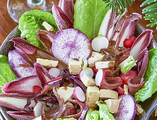 Salade folle au foie gras, magret et endives