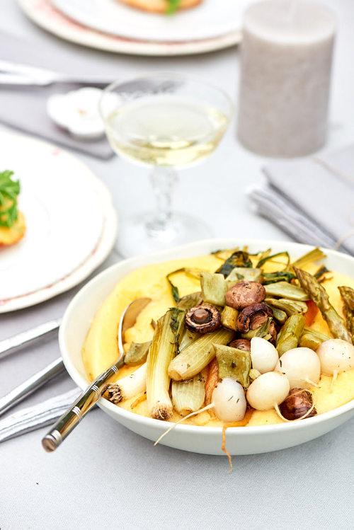 recette de polenta crémeuse et légumes de printemps au four