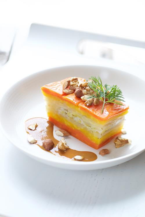 Millefeuille de carottes multicolores, sauce miso