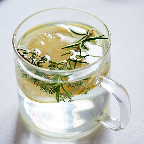 recette d'infusion de thym, citron et romarin