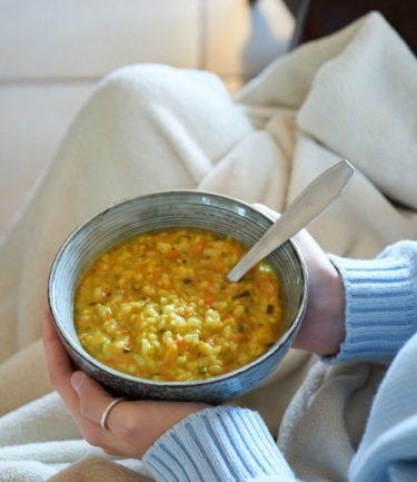 recette de soupe de riz et légumes au curcuma